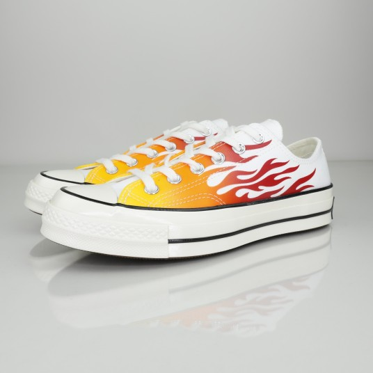 CHUCK 70 OX LOW FLAMES